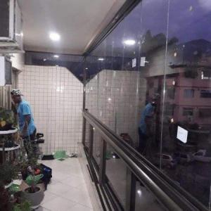 Cortina de vidro para varanda de apartamento